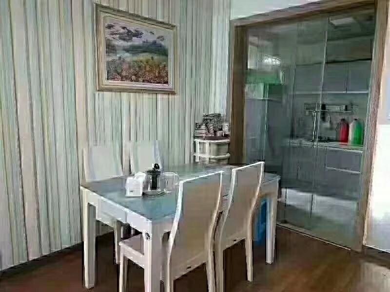 阳光花园精装3室2厅1卫喊价56万元