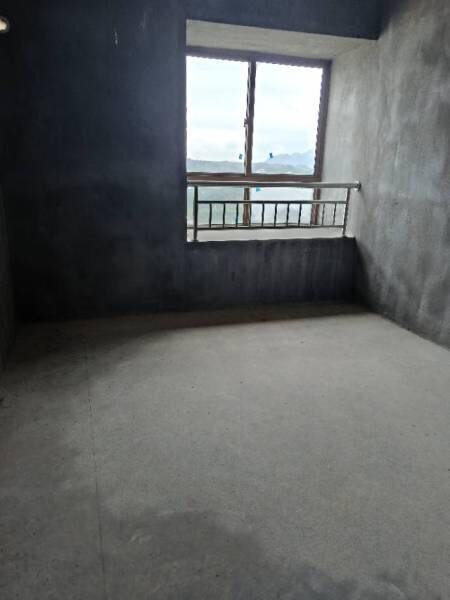 大通豪庭4室126平米仅售68.8万!低于市场价处
