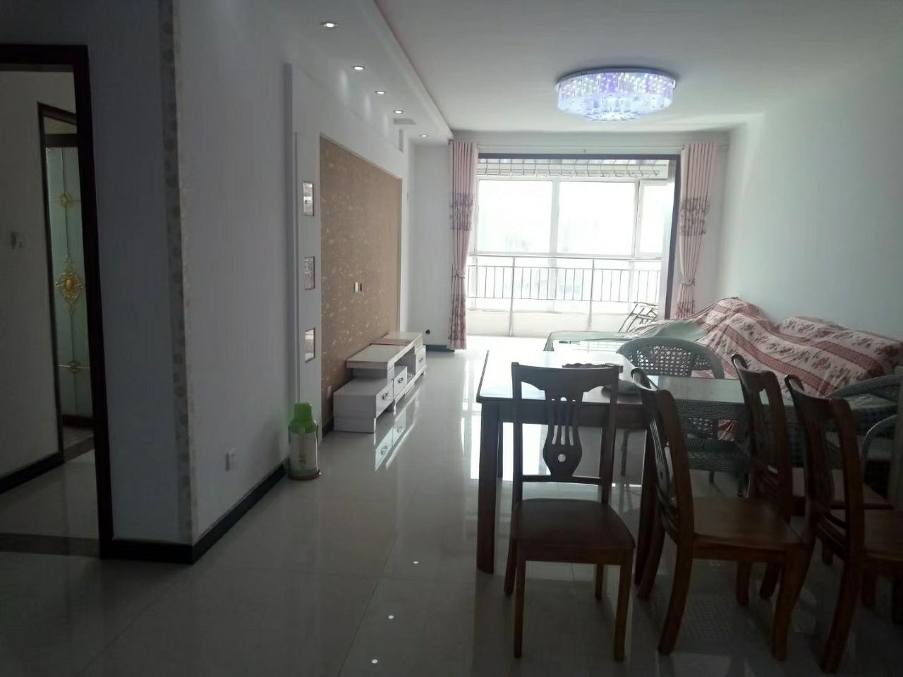 凤凰城3室2厅2卫90万元精装修带小房
