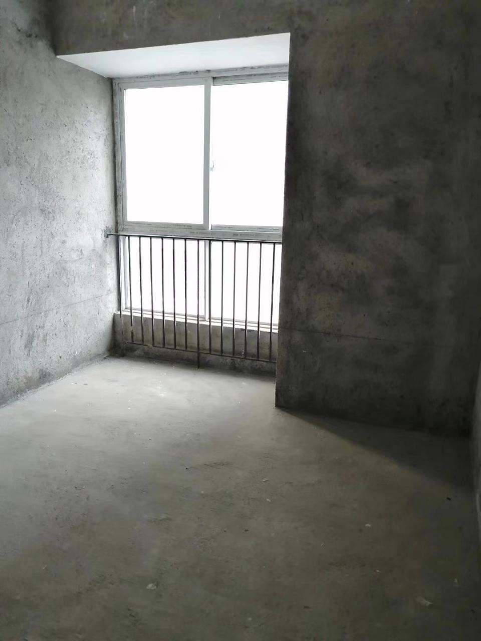 天生湖清水3室2厅仅售42.8万,超?#22270;郟?#36229;值房!