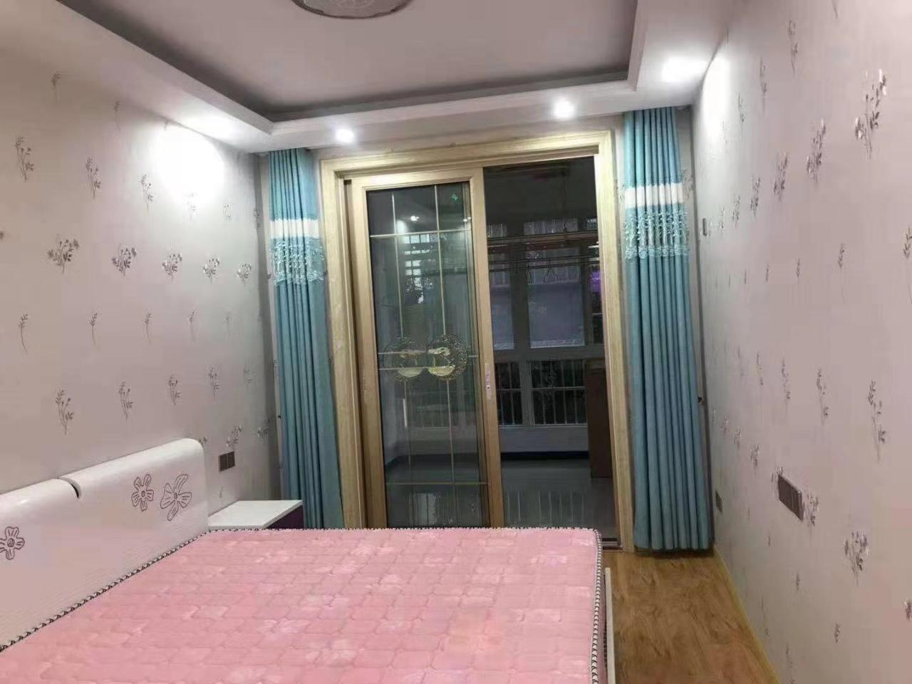 桃园新村3室2厅2卫58万元带车库