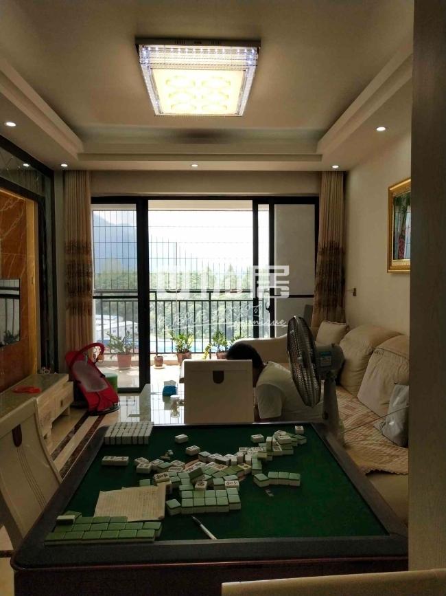 世客城3室2厅2卫56万元