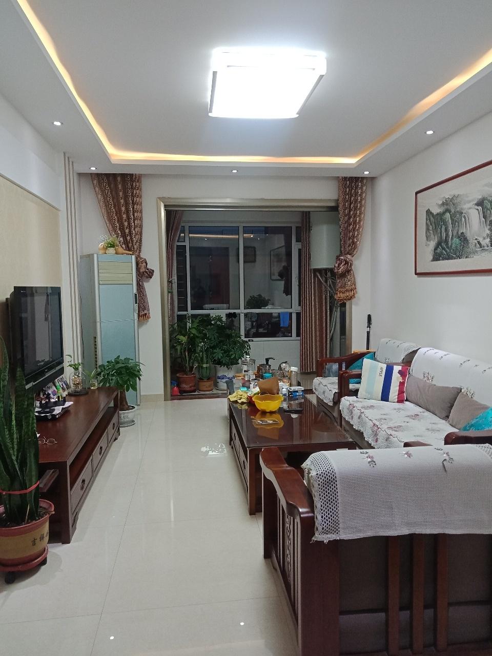 怡和名士豪庭3室2厅2卫148万元