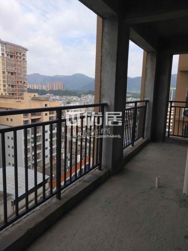 希望新城3室2厅2卫50万元毛坯13楼