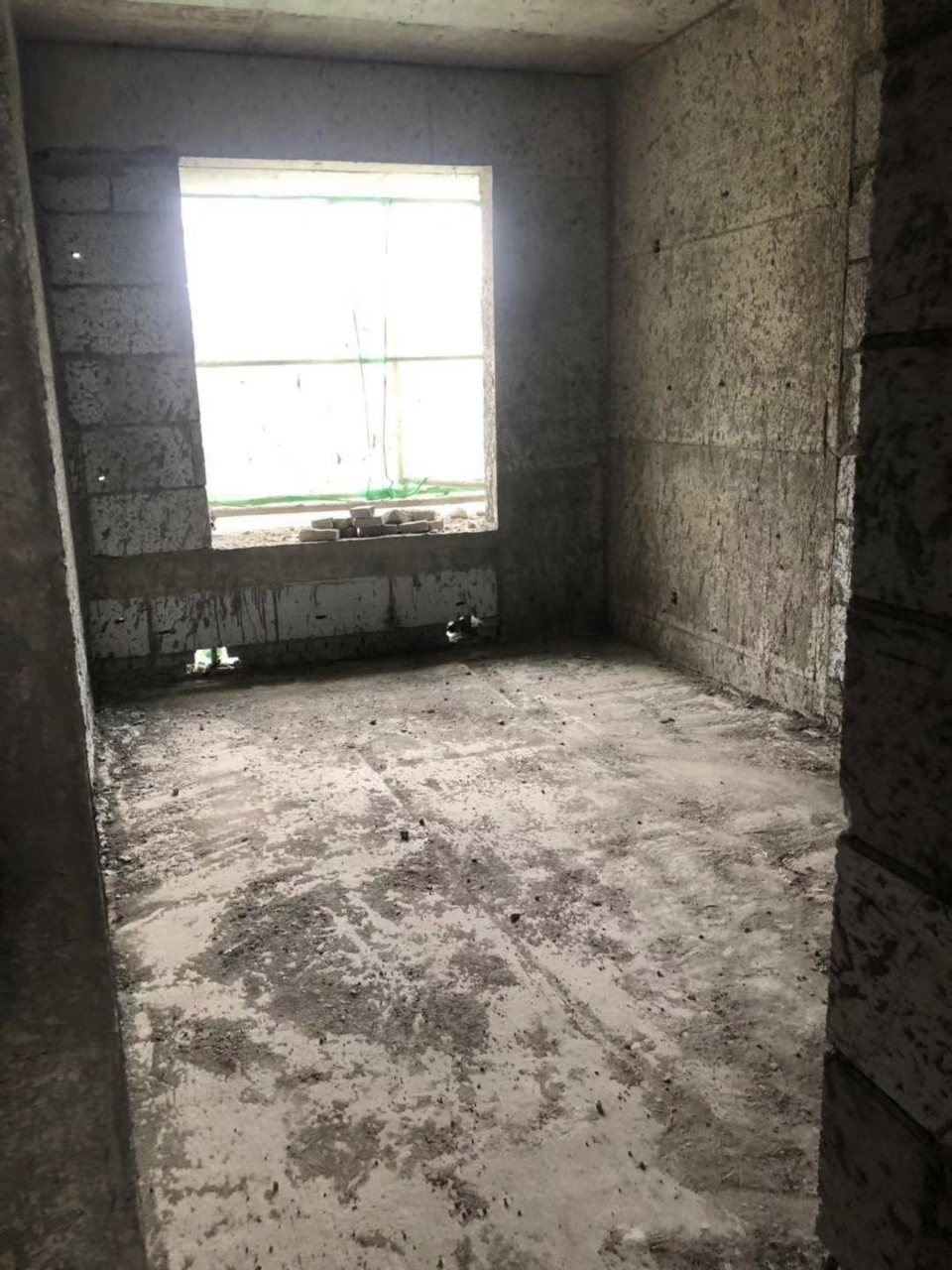 工人新村3室2厅2卫84万元