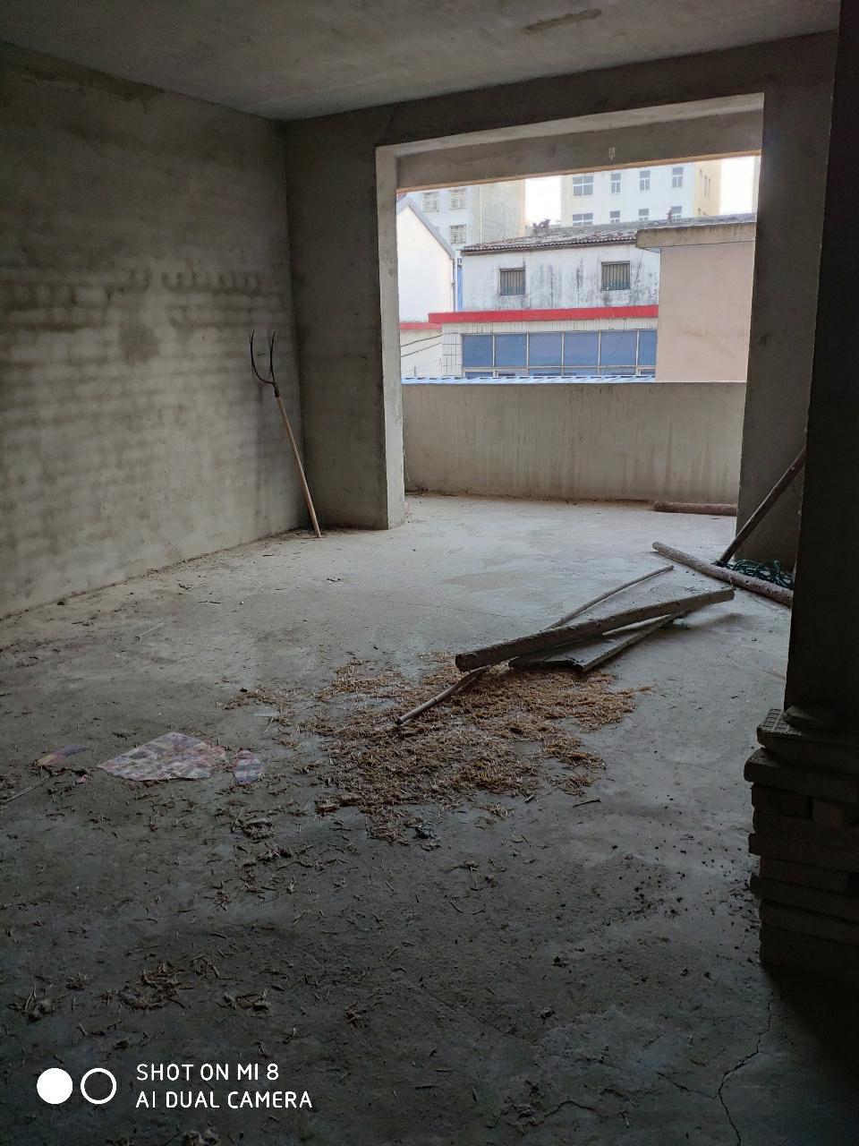 印花小区3室1厅1卫+车库33万元