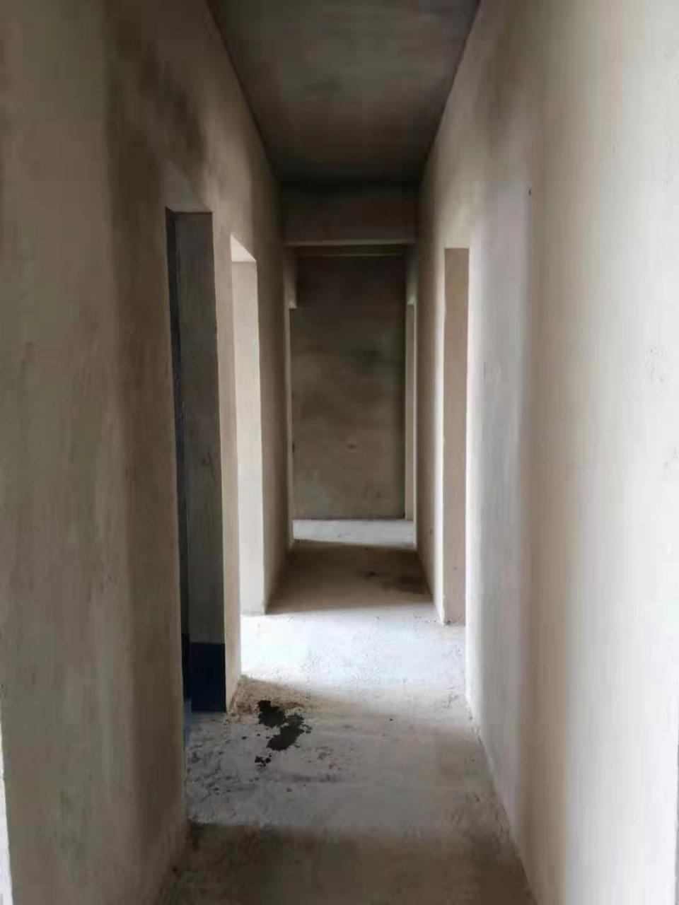 龙福花园4室2厅2卫53.8万元电梯毛坯