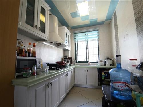 滨江花园3室2厅2卫56万元