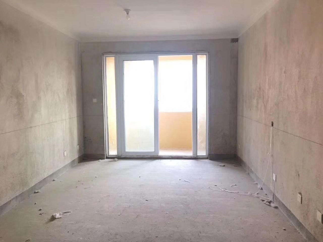 新上房源!步梯三樓,大三室,南北通透,看房有鑰匙