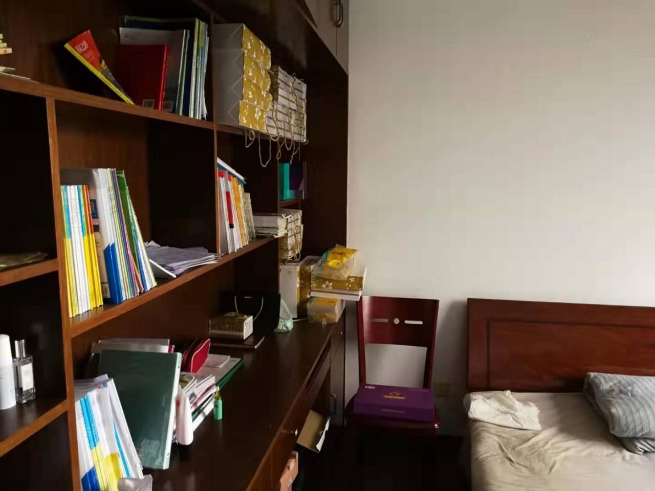 清华苑115平米3室2厅1卫79.8万元