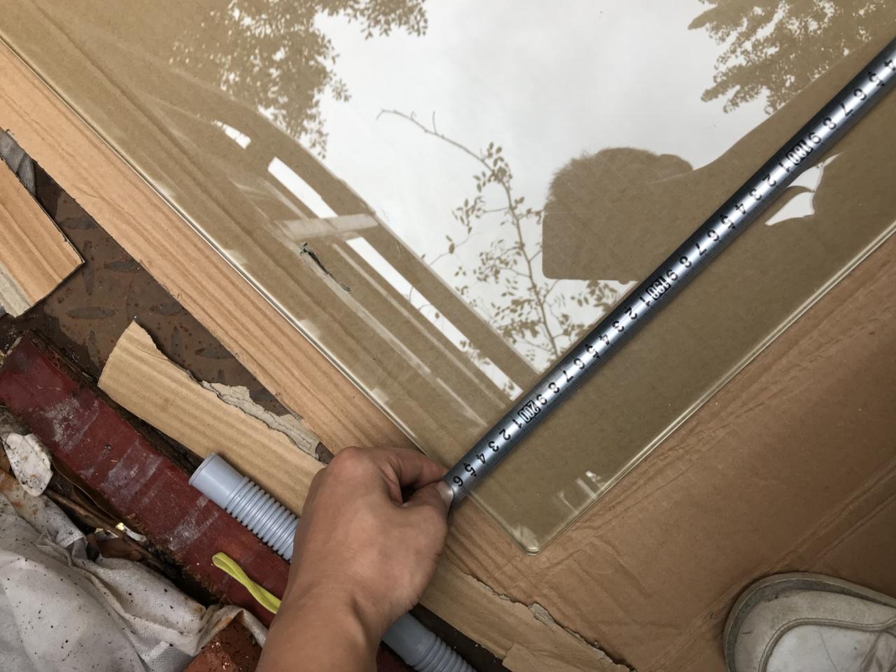 鋼化玻璃206長70寬1厘米左右