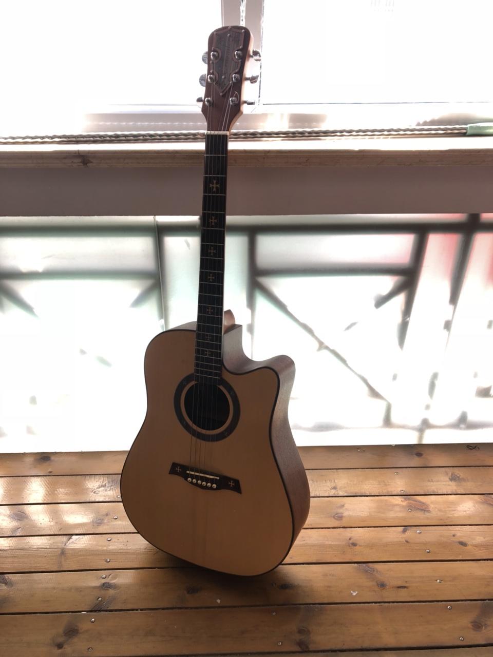 出售練習吉他一把,50元。開化自提。