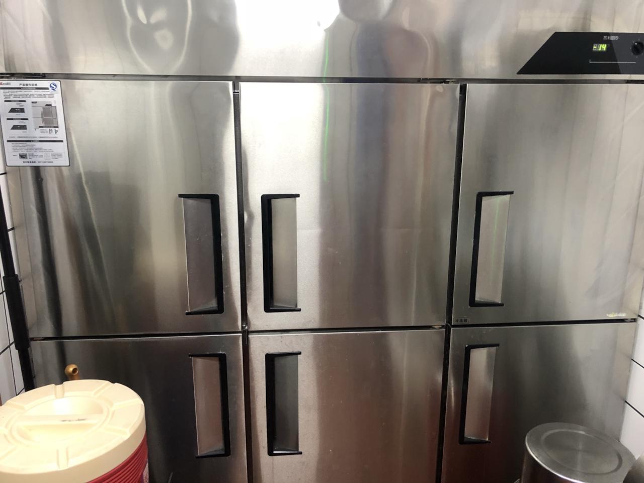 店铺关门,转让九九成新金松六门全铜管冷冻冰柜一台,尺寸1800*1800*670 原价4450,现2...