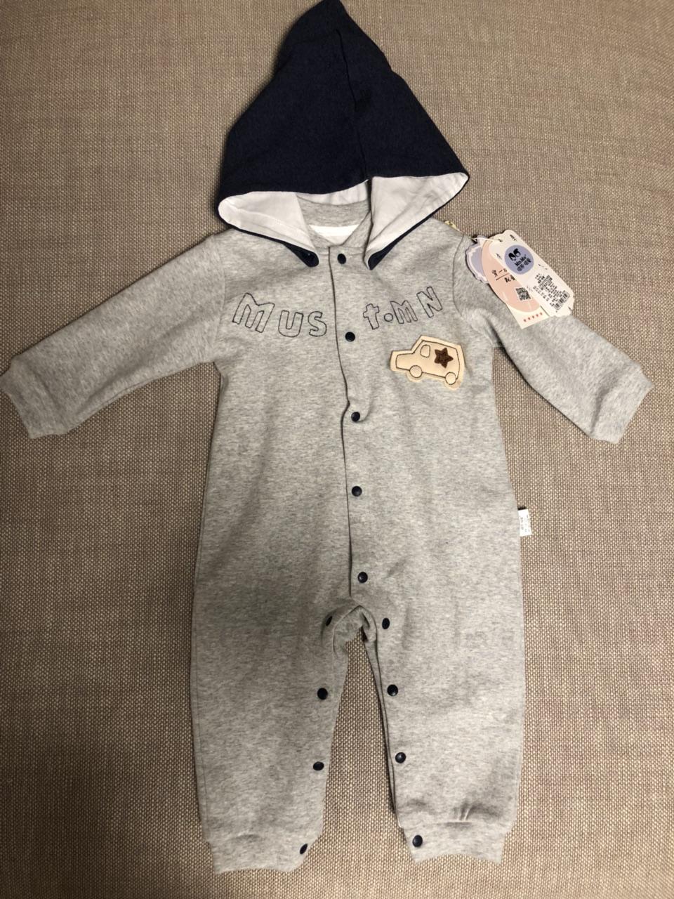 全新瑁恩瑁爱婴儿连体衣66码。灰色男宝宝穿很洋气,款式也好看,帽子是可拆卸的,背后设计也好看,双层面...