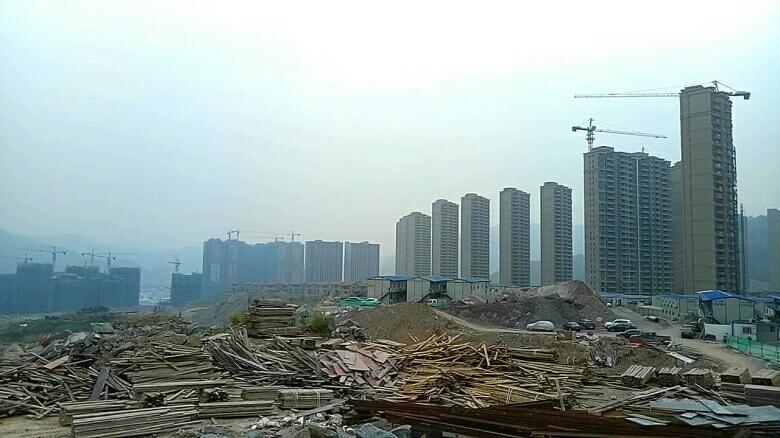 福建木柴破碎片出售-常年建筑工地料场大量出售与回收:模板破碎木片,拆迁弃柴破碎木片。无破碎-废旧模板...