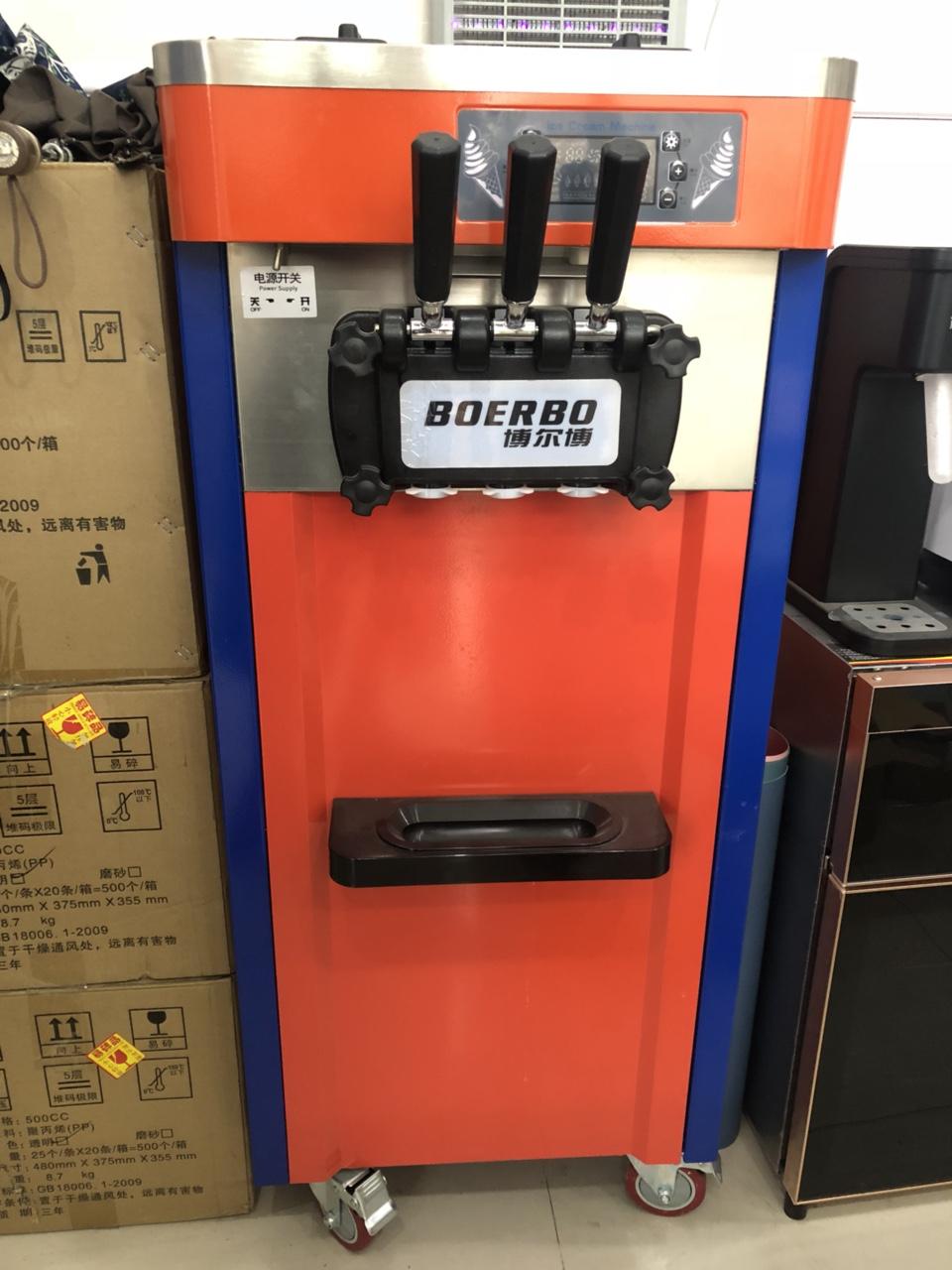九成新冰淇淋机3680出手,只用过一次,保修书齐全,门店在转让,可随时到店看实物,电话1777501...