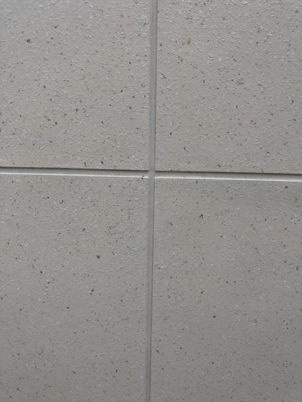 化州市、汇景新城一期M栋电梯口有个三箱车位出售,23.5万,嫌贵勿扰,谢谢??