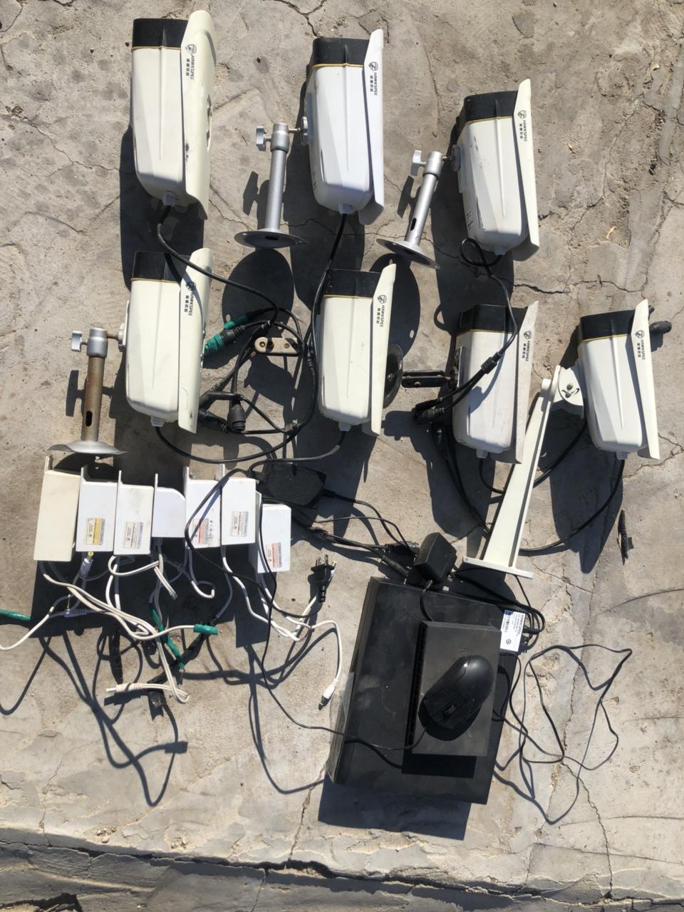 出售一套八成新黑鷹威視高清網絡攝像頭,七個攝像頭,1t硬盤,一個八路交換器,帶線便宜出售,聯系電話...