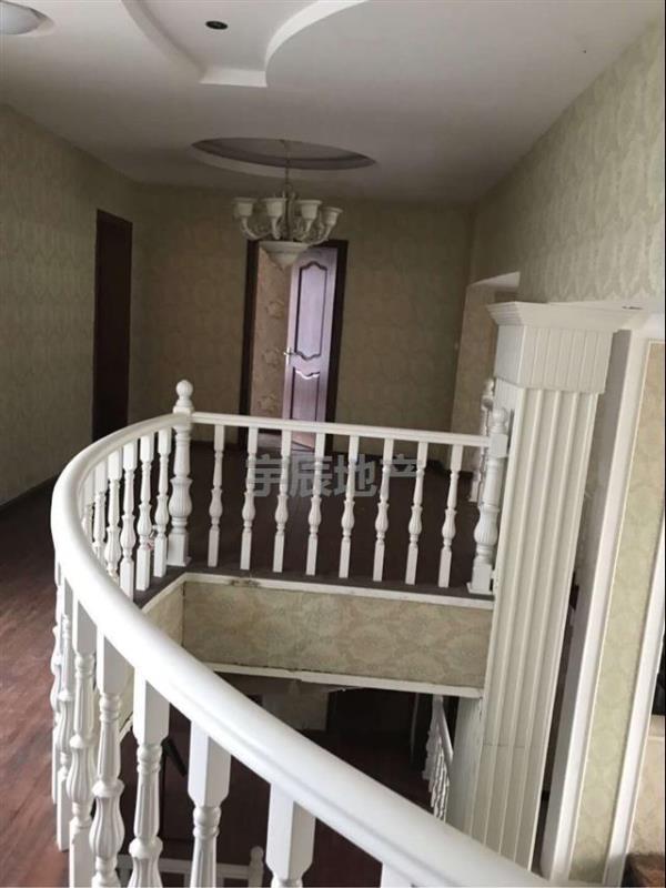 聚兴苑小区5室 2厅4600一平