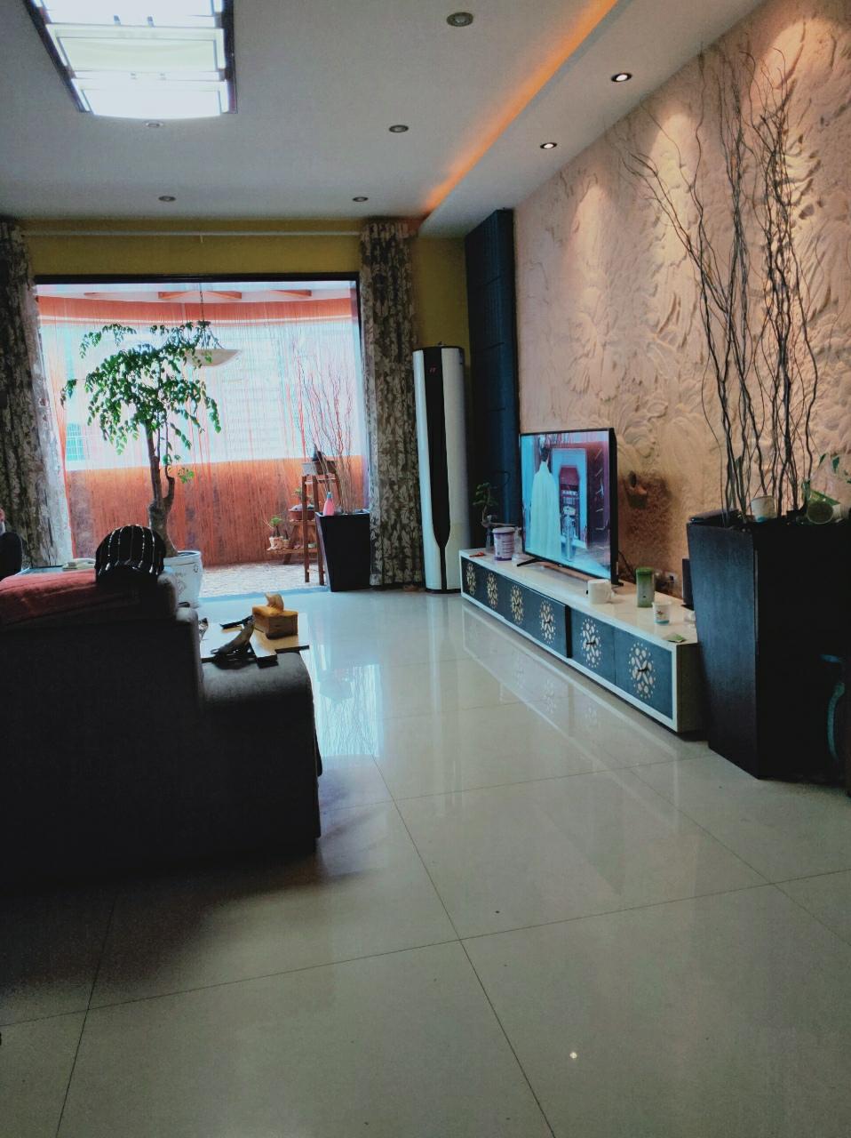 yabo88亚博体育app商业城五楼5室 2厅 2卫89.8万元