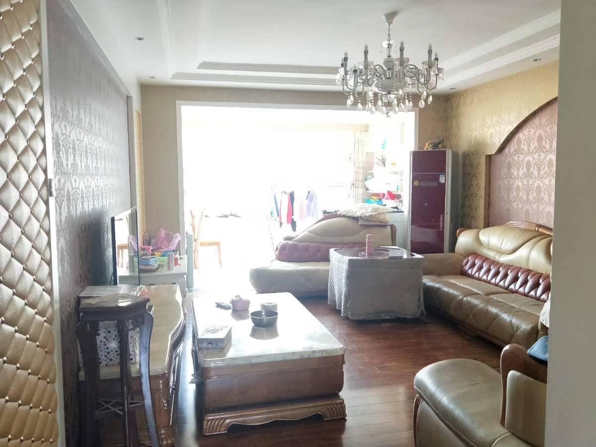 地税小区全新装修好房出售啦,152平米,3室两厅