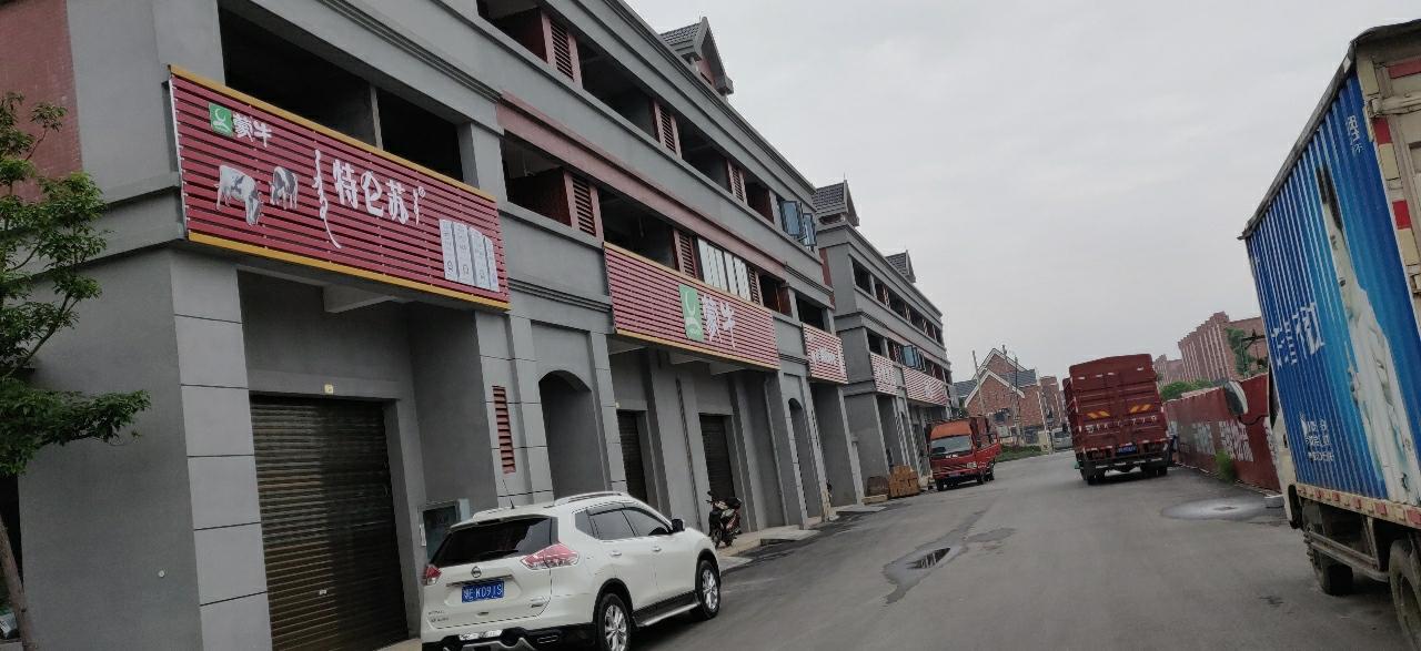 龙鑫广场0室 1厅 1卫26万元