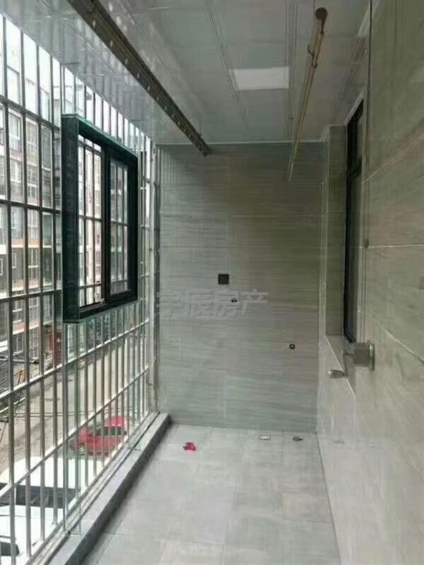 和谐小区3室 2厅 2卫全新装修未入住