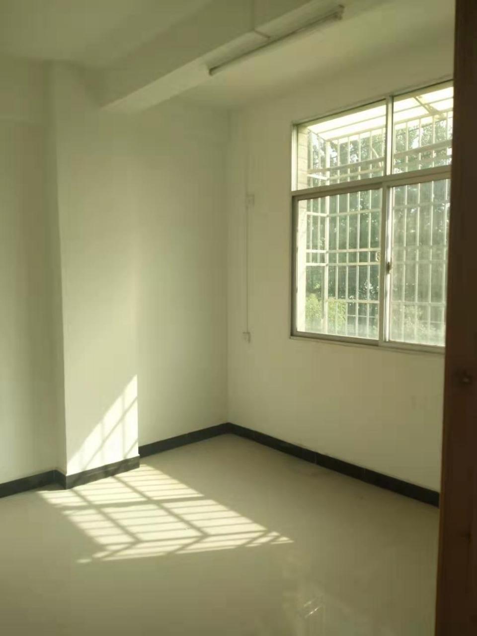 火車站3室 2廳 2衛65萬元