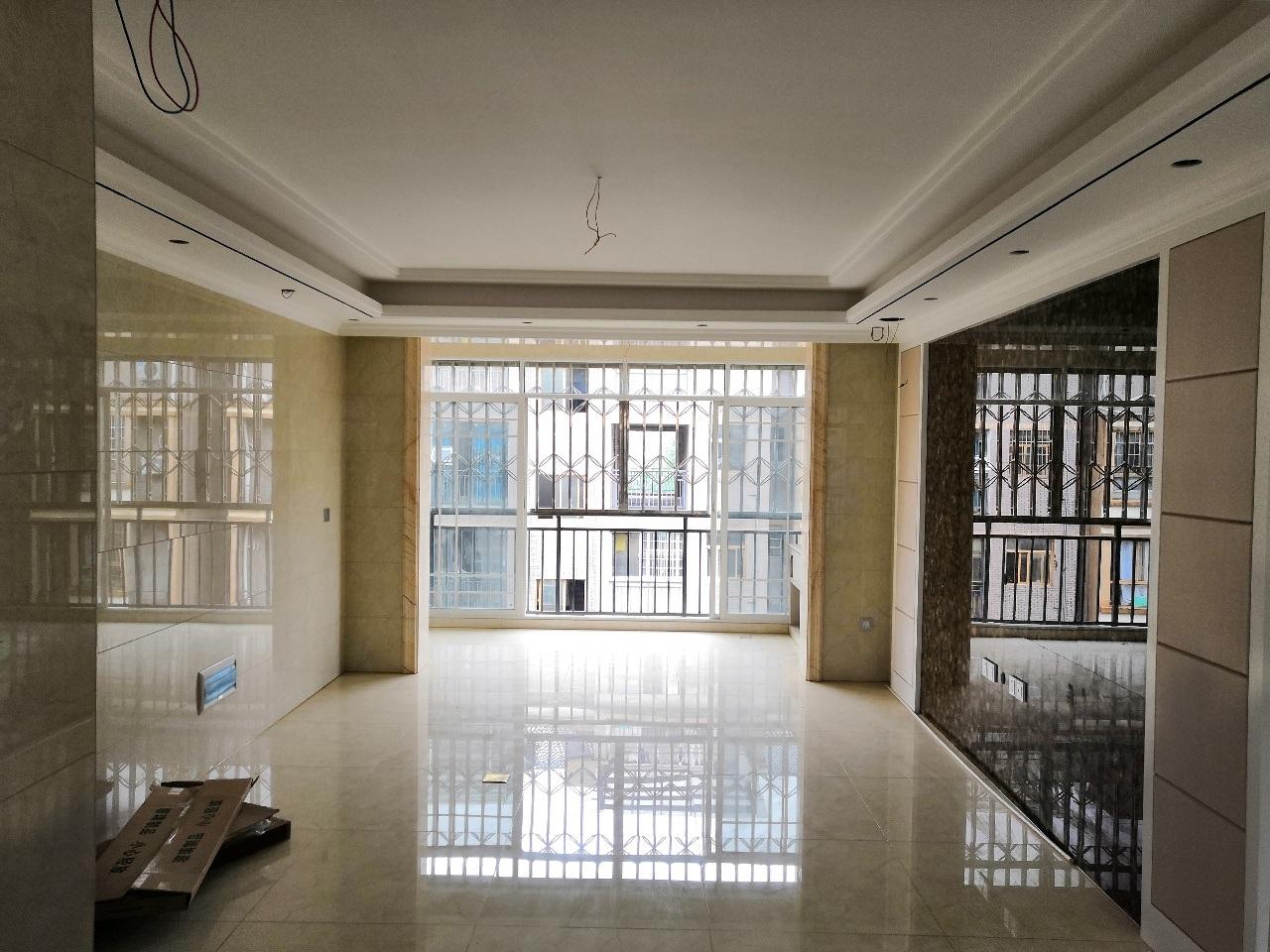 九小五中學區房豪華裝修4室 2廳 2衛98萬元