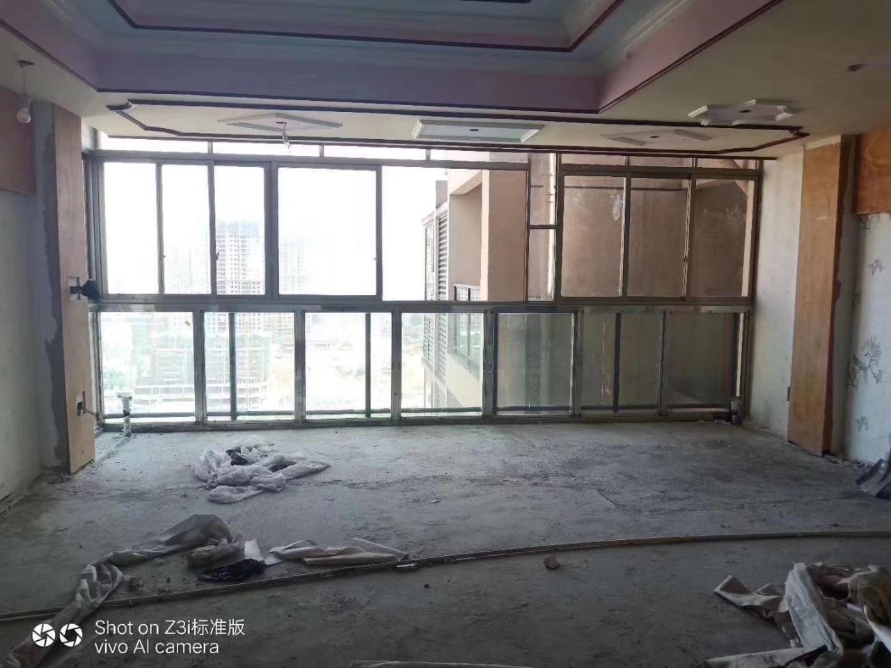 急售黃楊郡做了基裝3室 2廳 2衛58.8萬元