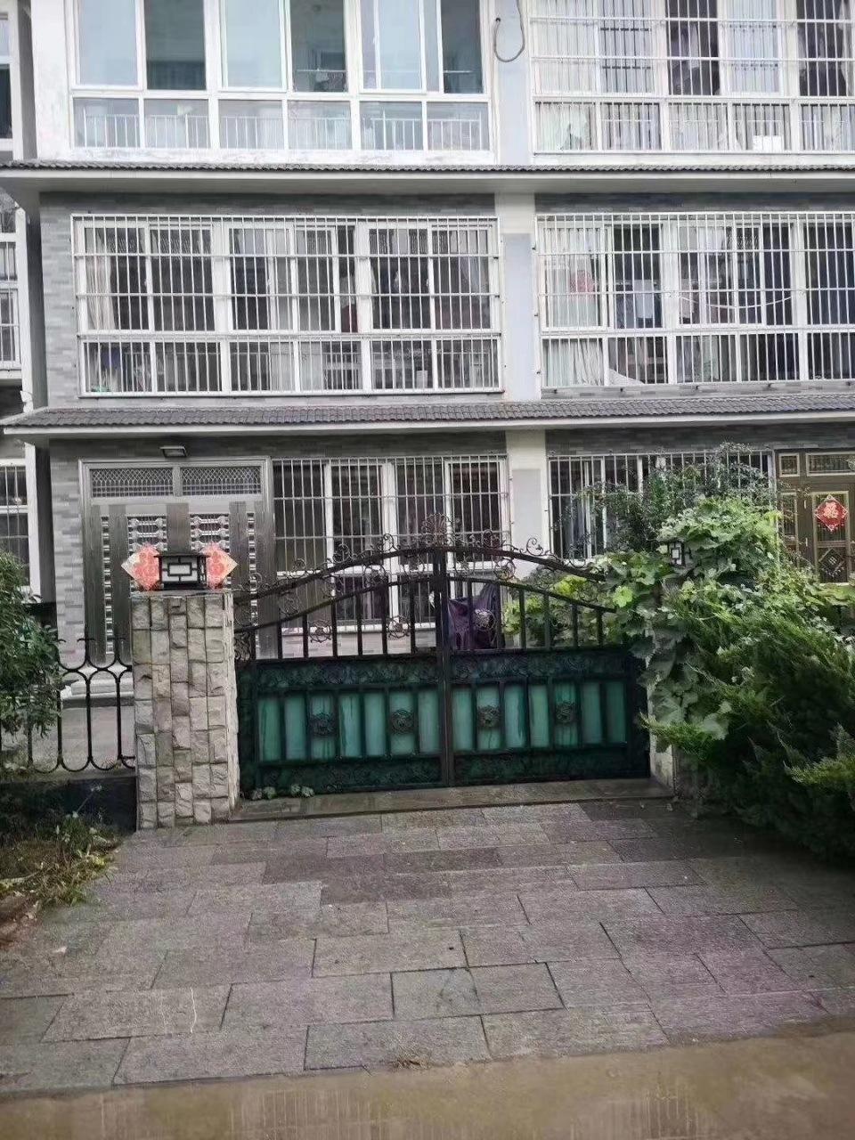 南阳欣城1楼110平,3室2厅,带车库,精装修,带