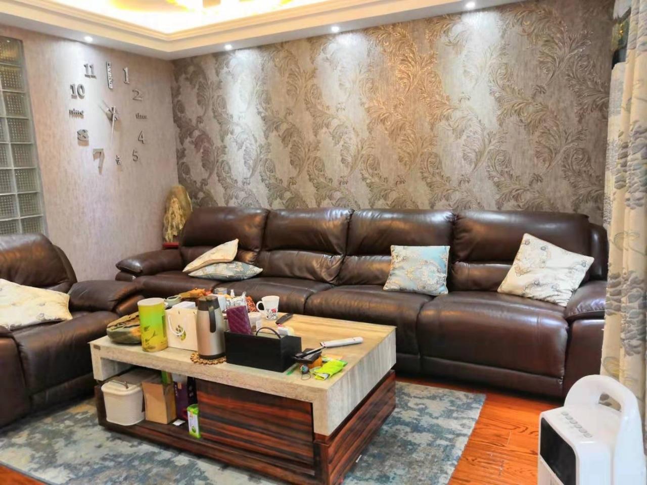 南阳欣城1楼带院,精装3室,带车库可按揭