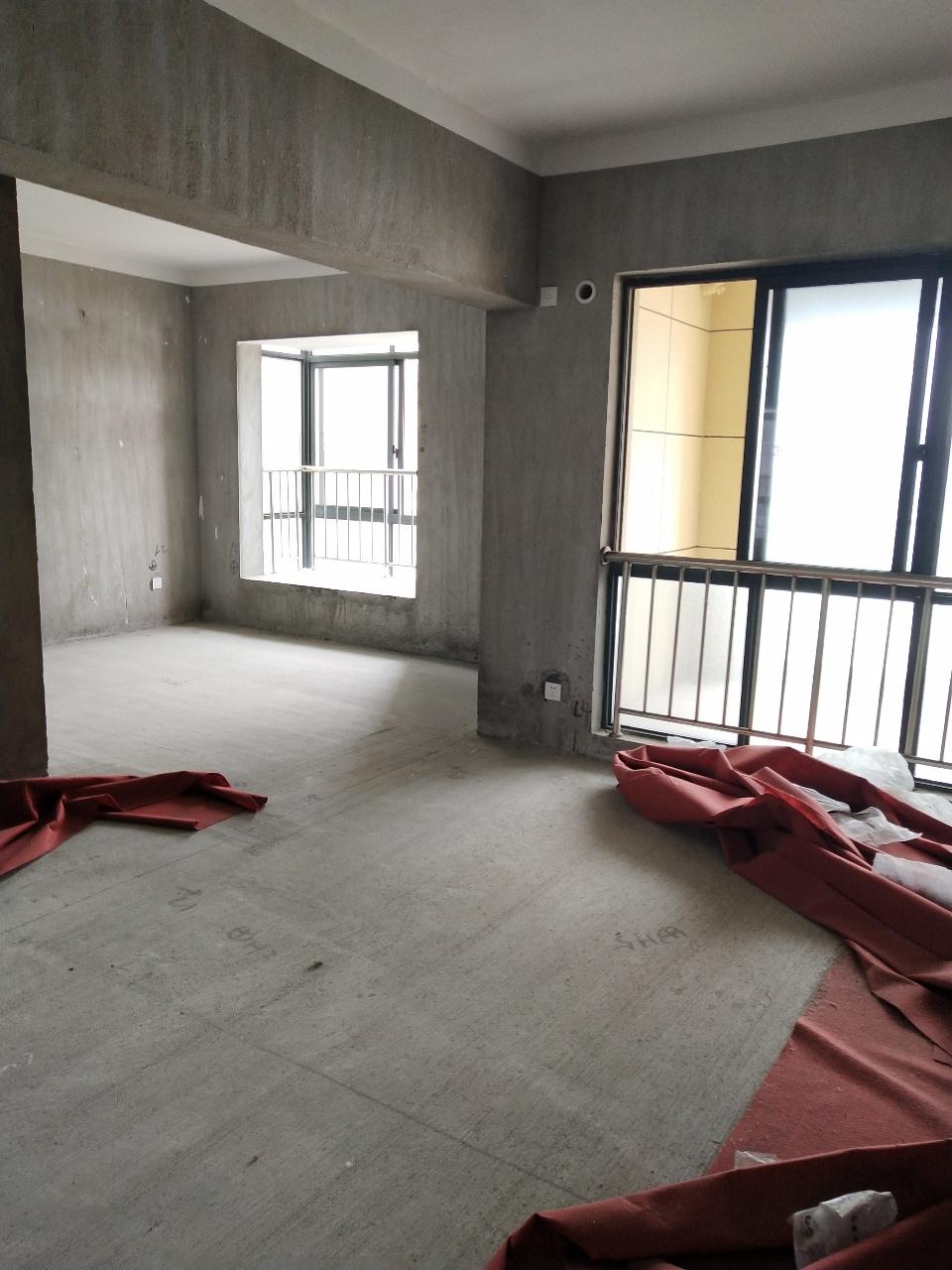 黄金海岸4室 2厅 2卫106万元