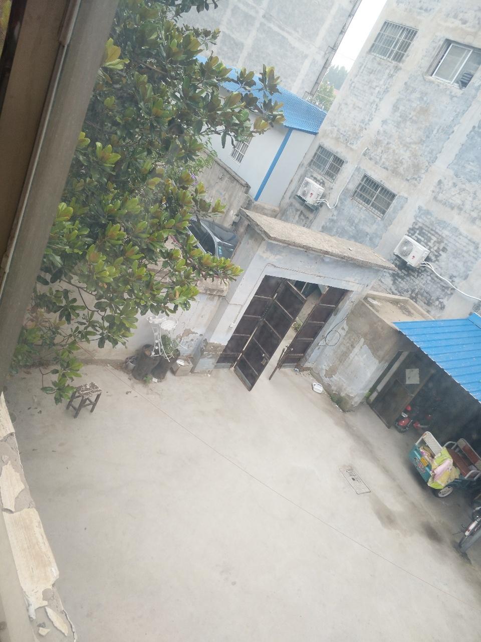 清华小区附近独院,宽10.3米房深9米,90万元