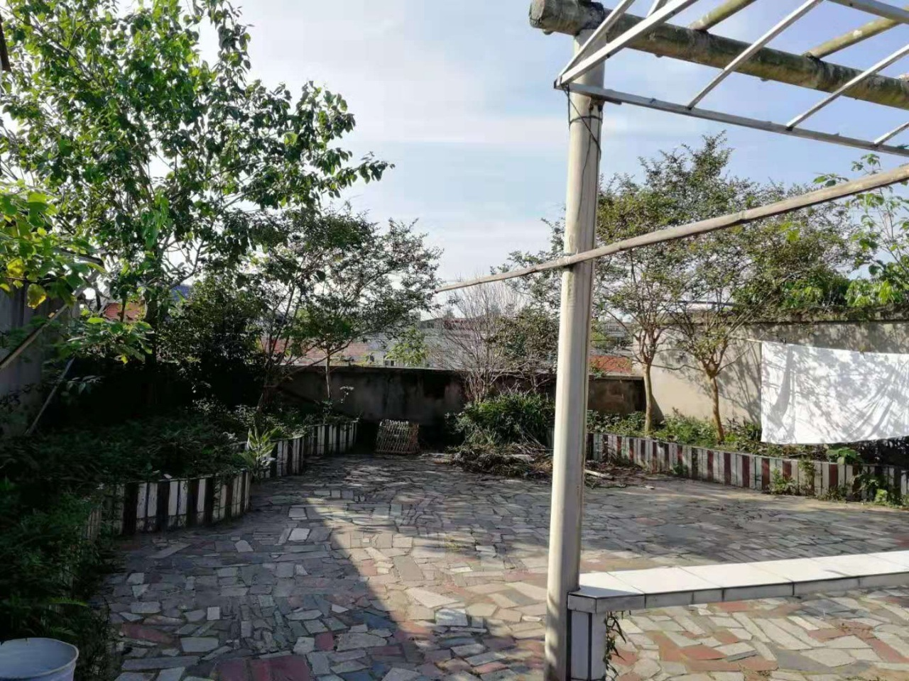 房東虧本賣,小區房,才賣37.799萬.中等裝修還送花園