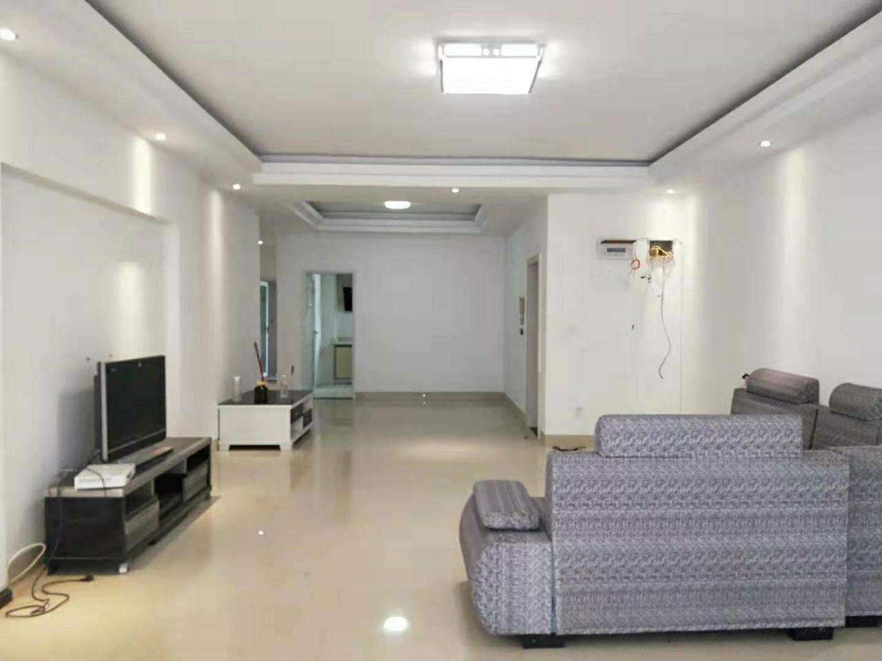 桂苑小区4室 2厅 2卫69.8万元