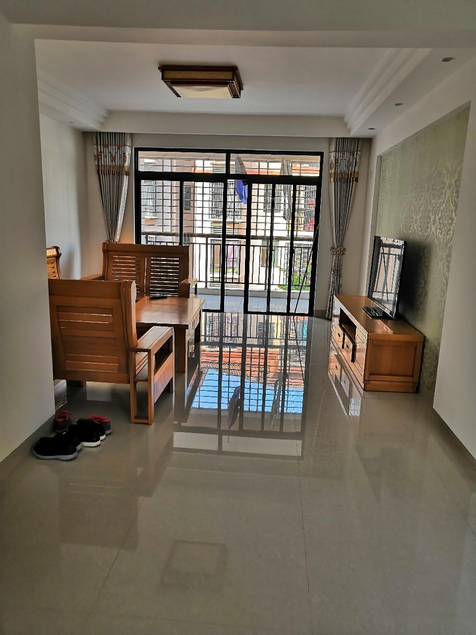 金港花园3室 2厅 2卫91万元