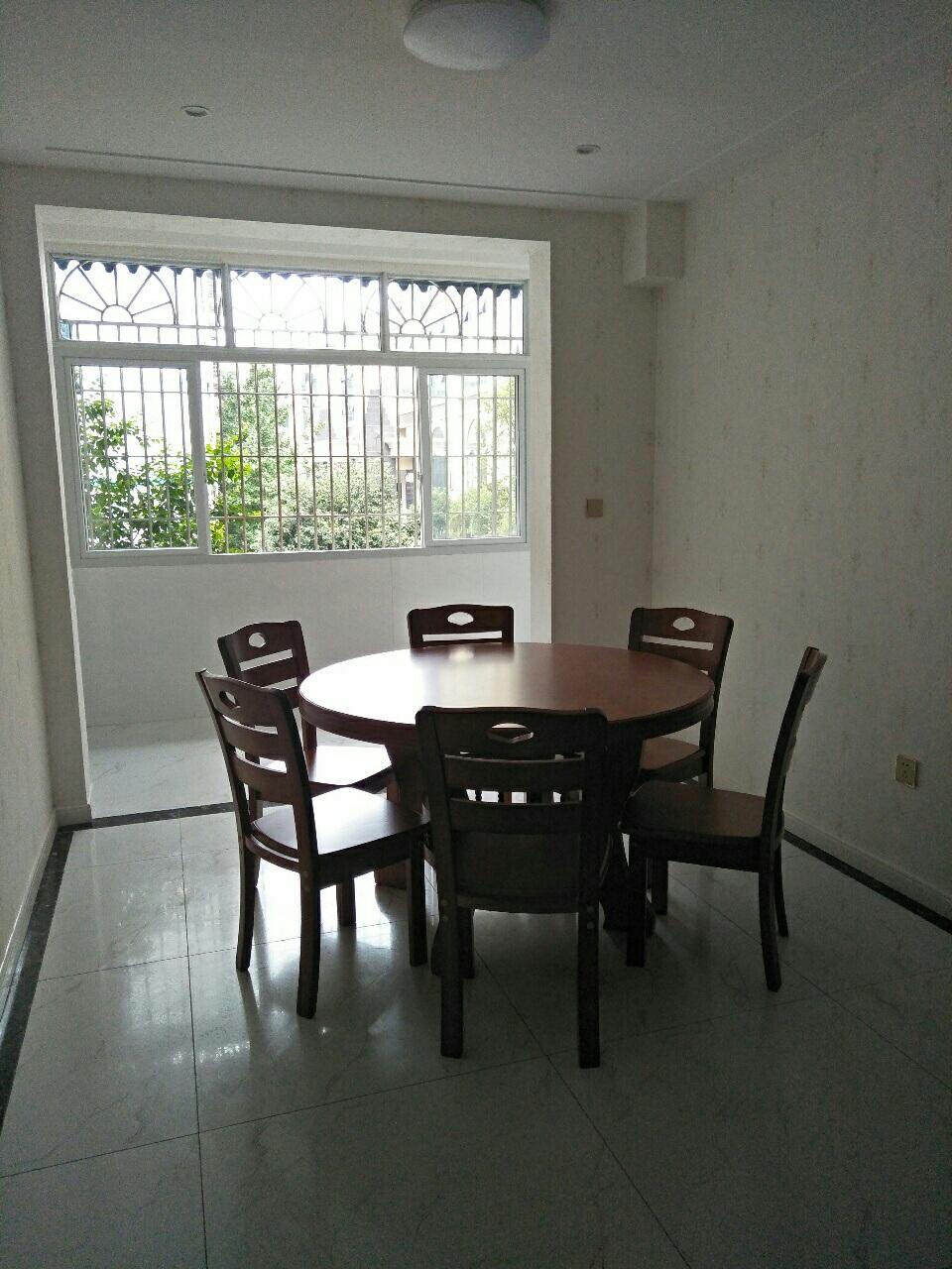 凤翔街4室 2厅 1卫48.6万元