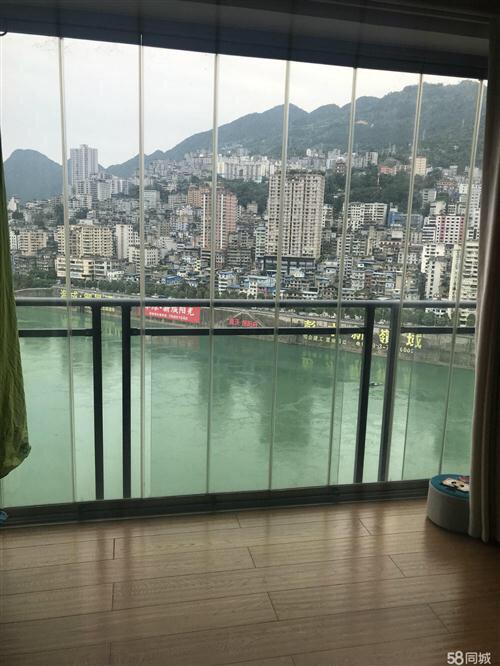 临江花园4室 2厅 2卫97万元