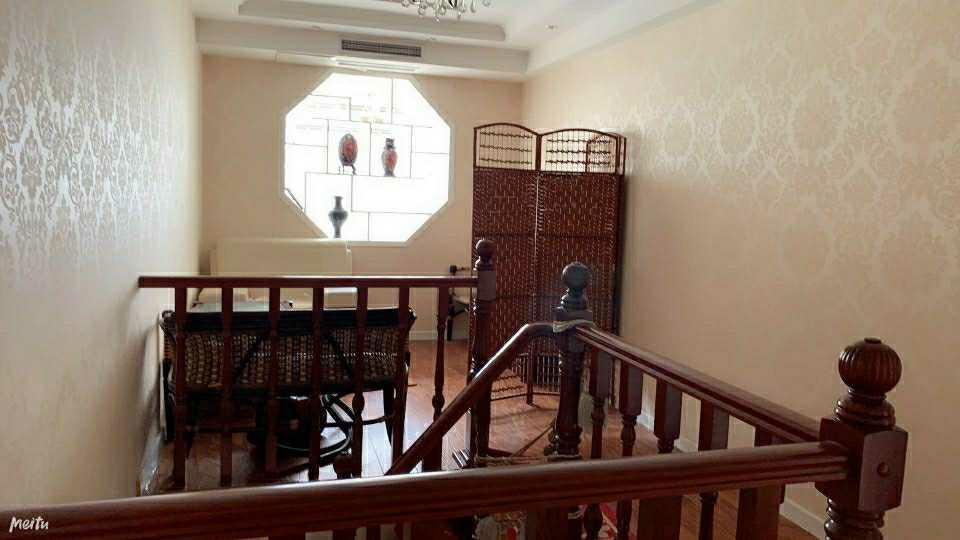 东方威尼斯复式豪装5室3厅2卫283平220万元