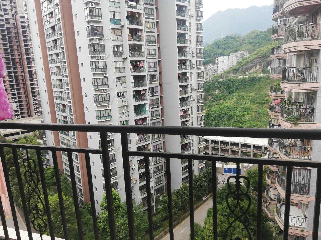 香江豪园3室 2厅 1卫48.8万元