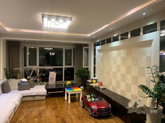 紫轩二期 五楼 三室两厅一卫 127平 60万