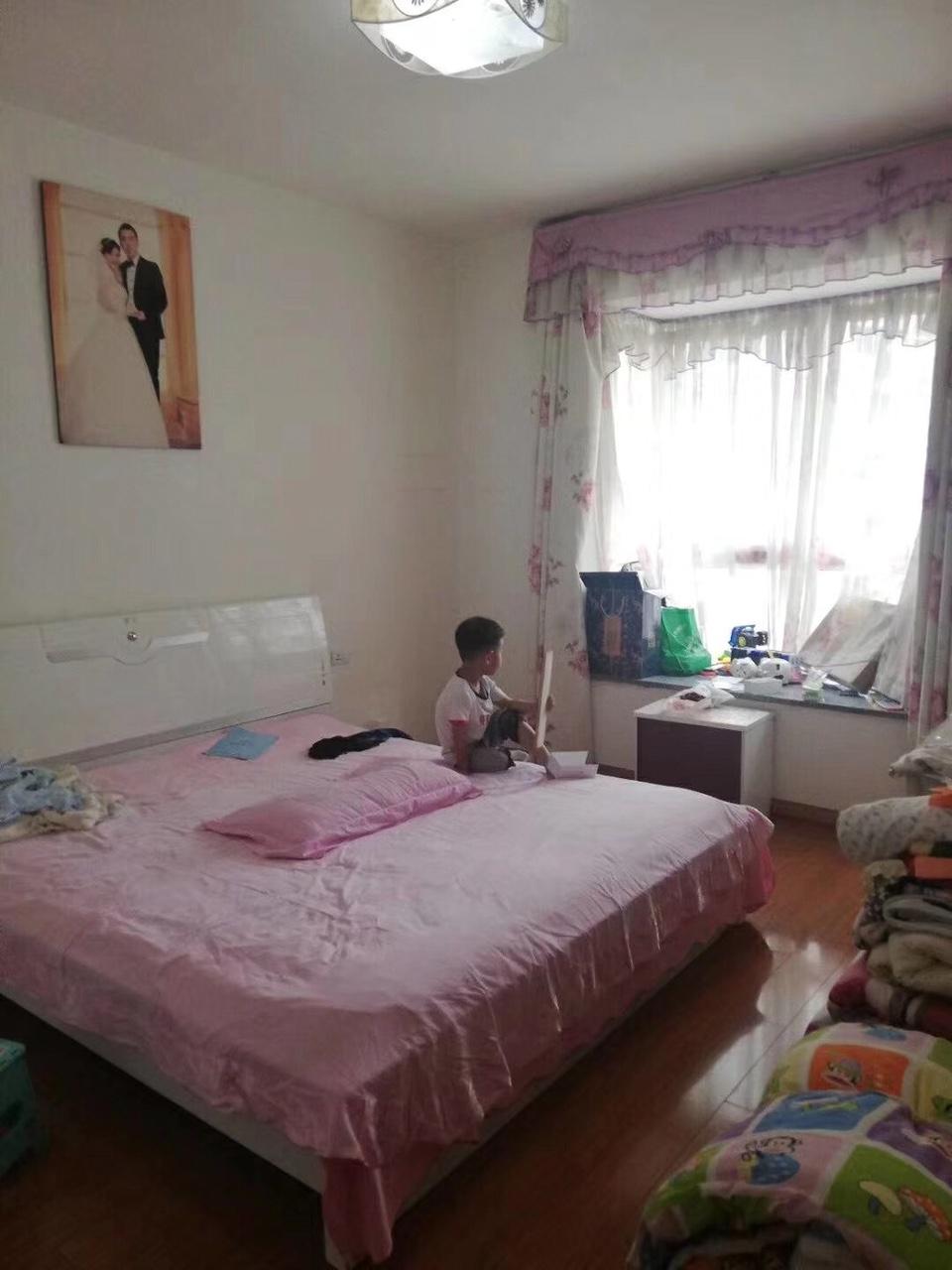 香江豪园3室 2厅 2卫48.8万元