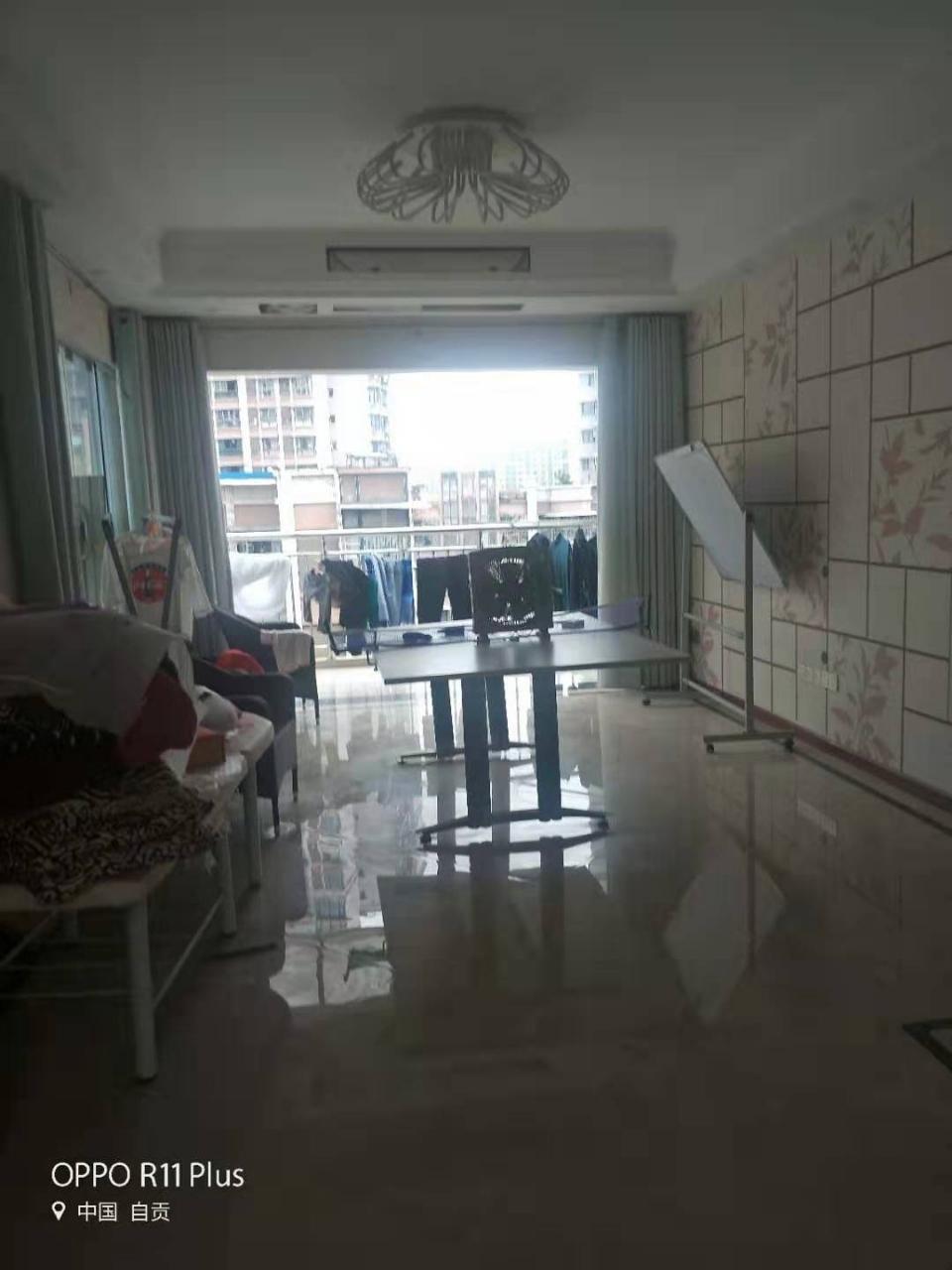 富顺西城国际4室 3厅 2卫136万元