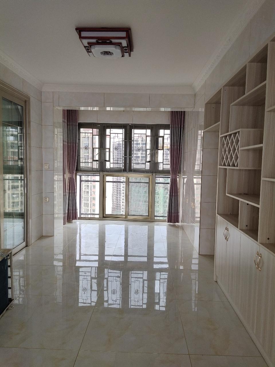桃江龙城全新装修未入住过3室 2厅 2卫96万元