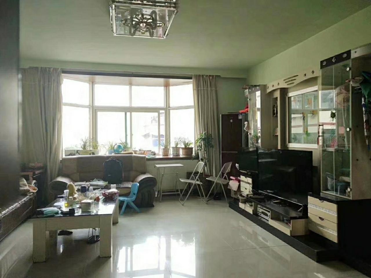 西山附小学区房4室 2厅 2卫78.8万元