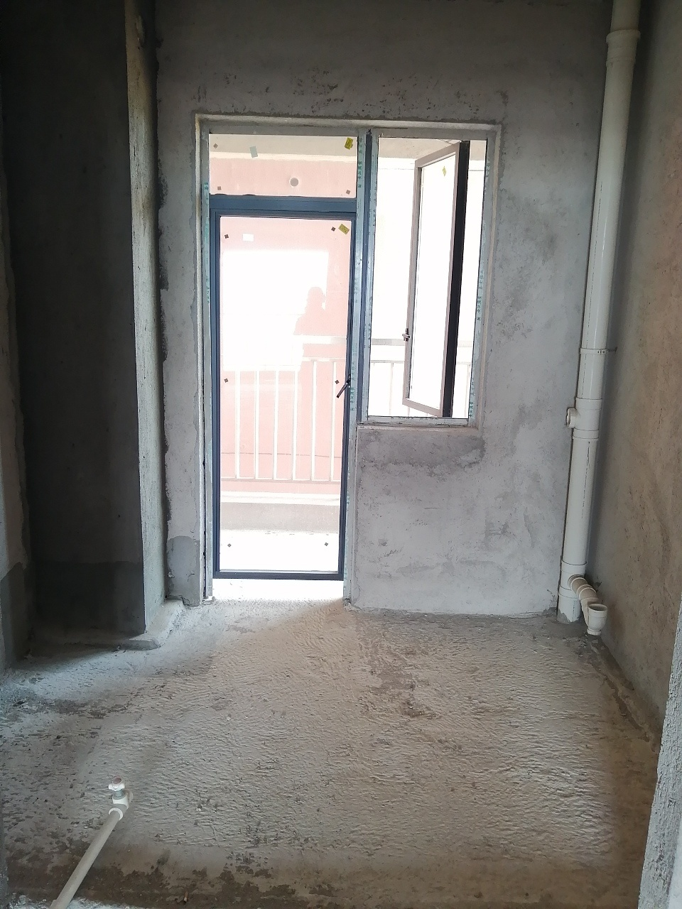 江湾国际南北通透中间楼4室 2厅 2卫72.8万元