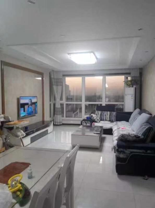 中央国际城3室 2厅 2卫106万元