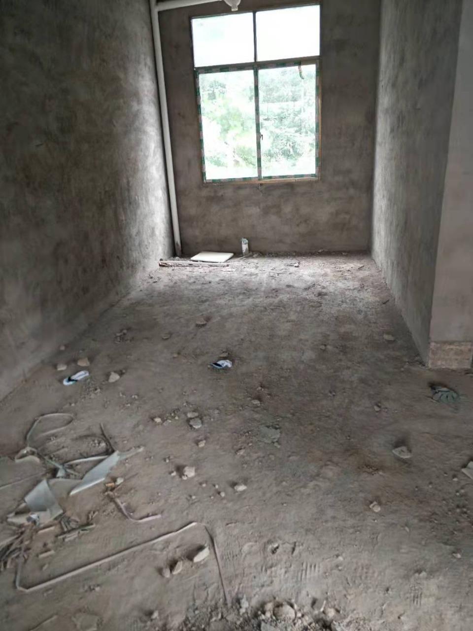 磷矿小区3室 1厅 1卫24.8万元