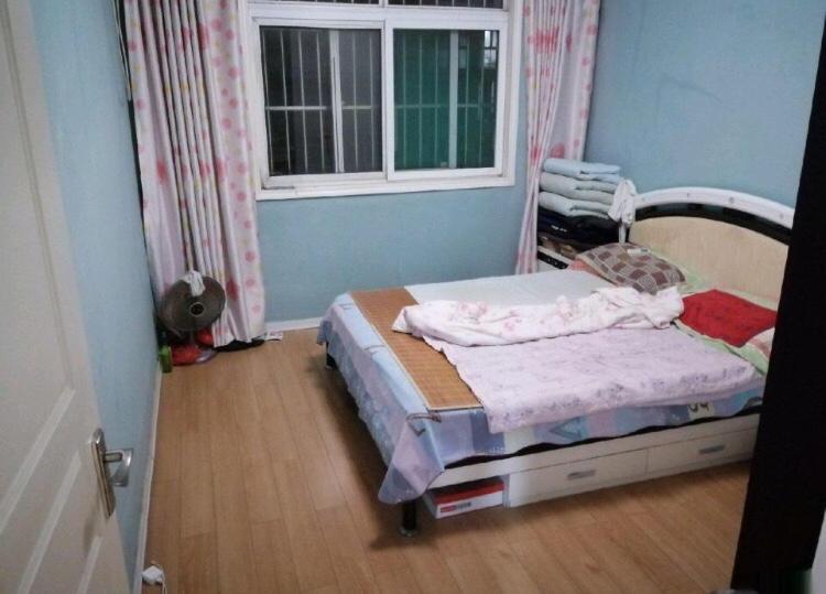 燕京花园3室 2厅 2卫82万元